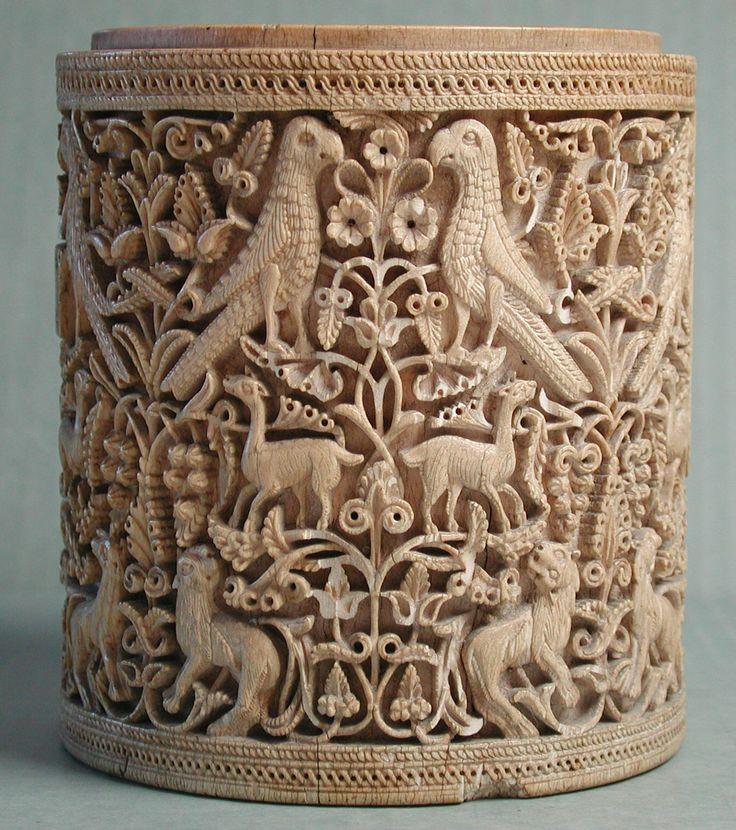 Pyxis, ca. 950–75, Made in Cordoba, Andalusia, Spain; Ivory, 11.7x10.5 cm | Metropolitan Museum of Art