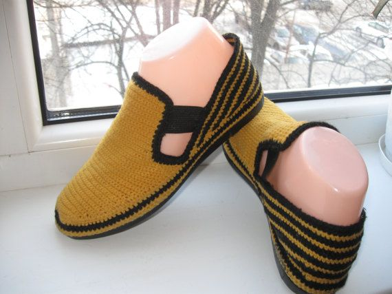 Summer handmade moccasins. Crochet . Comfortable summer shoes soles glued and stitched. Stilno natural, comfortable, very comfortable !!  Size 37 US 6.5 Europe 6.5 United States  More of my work can be found here -https://www.etsy.com/ru/shop/kerikfelt?ref=hdr