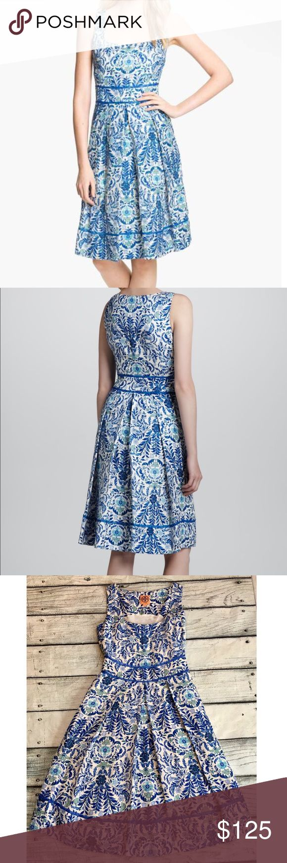 Tory Burch Ramona dress blue ivory linen dress 0 Preowned Woman's Tory Burch Ramona linen silk mix dress lined blue ivory pretty print size 0 side zipper see all measurements in photos squared neckline trim at waist and skirt sleeveless. Beautiful dress! Tory Burch Dresses