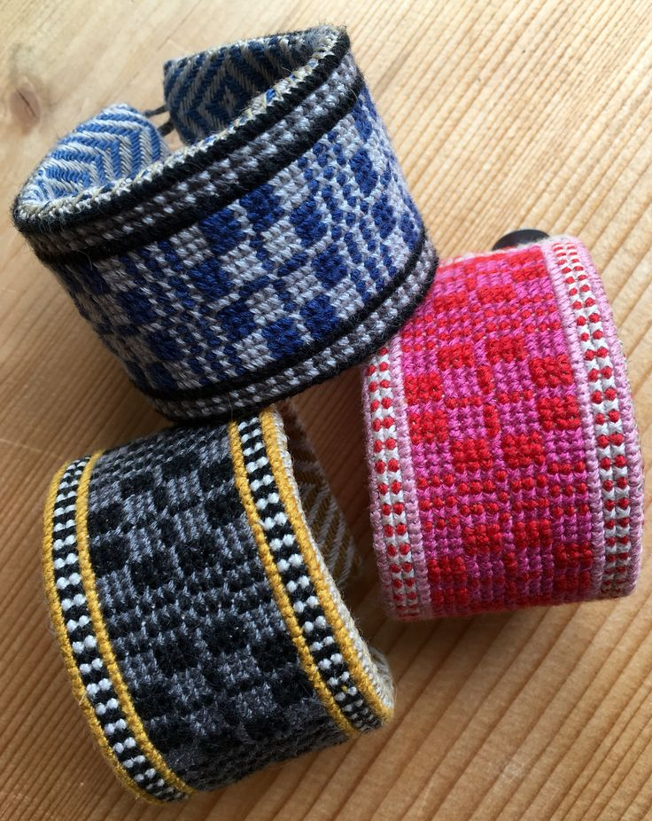 Crosstitch embroideried bracelets on linen #crosstich #embroidery #diy #vaxbolindiy