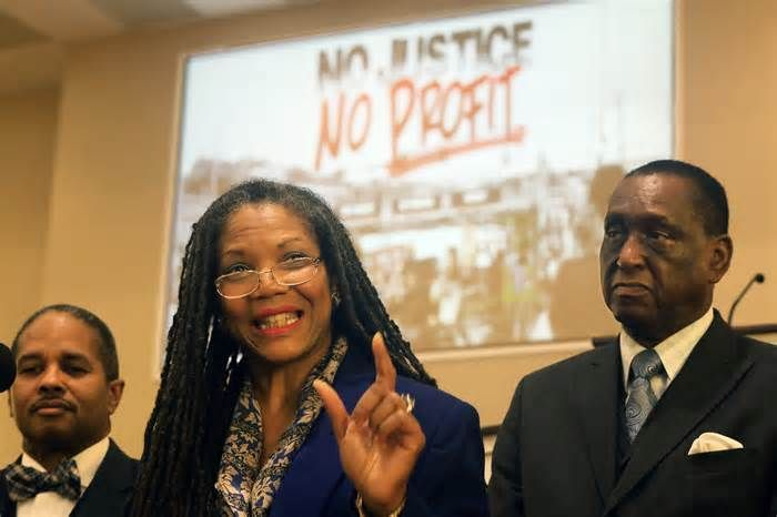 Treatment of blacks in St. Louis prompts economic boycott ST. LOUIS — Amid ongoing protests reinvigorated by the acquittal of a white former police officer in the death of a black suspect, several African-American faith and civic leaders in St. Louis announced details of an economic boycott campaign Thursday as ...