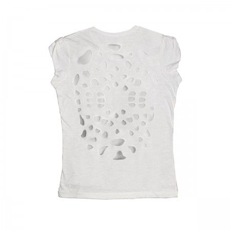 100% flamed cotton Woman T-shirt with short sleeves that can be fastened on the shoulders. Slight slim cut. Simple white front side featuring decorative elements that perforate the fabric and reveal the skin on the back. Both the T-shirt and packaging are made in an eco-friendly manner.