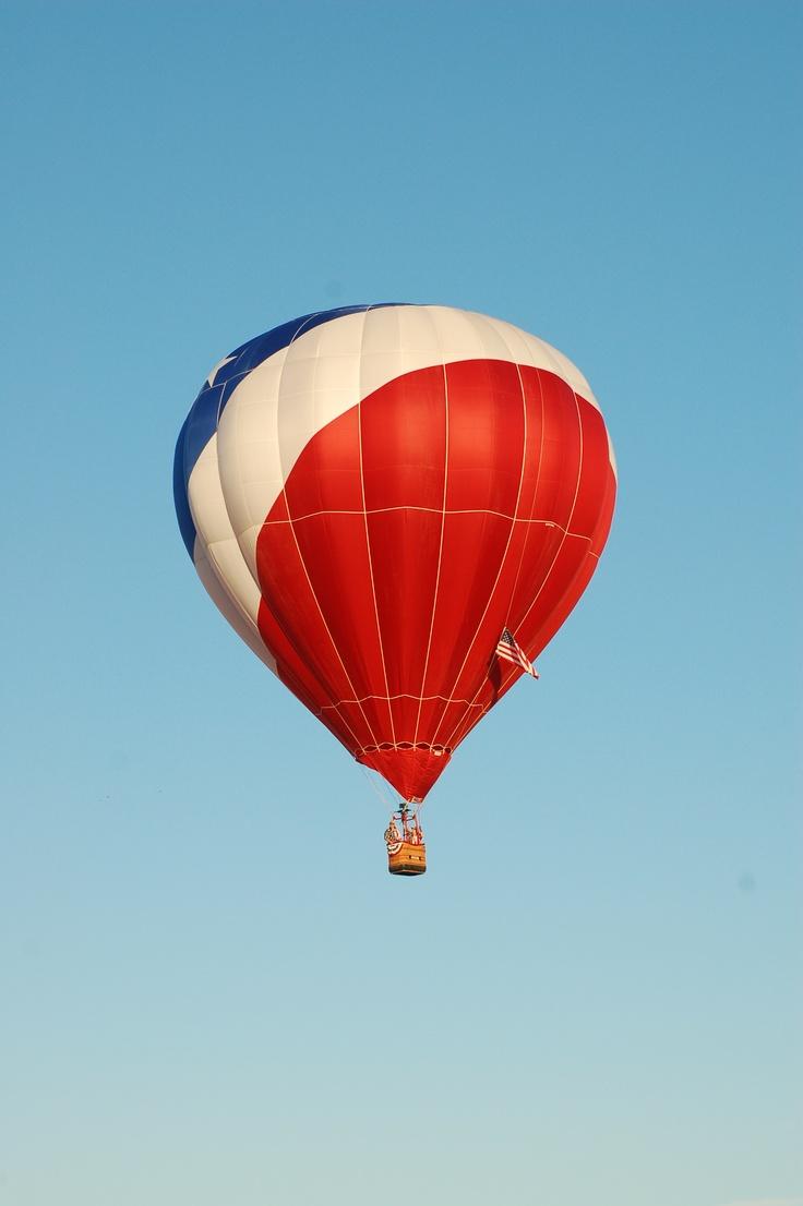 Hot air balloon RE/MAX Ballunar Liftoff Festival 2011