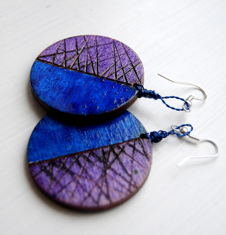 wooden pyrography earrings, wood, blue, violet, lila, handmade, handcraft,