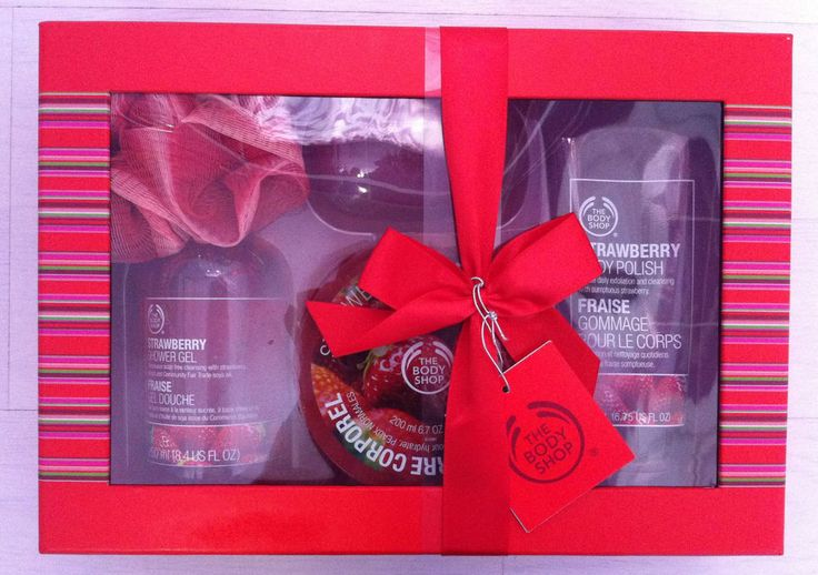 BODY SHOP Luxury Strawberry Gift Set. Shower, Scrub and soften 5 peice. BNIBWTO