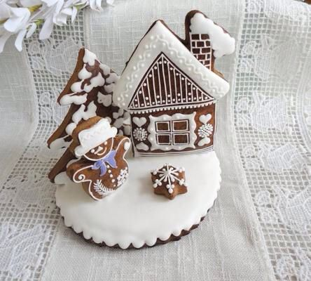 White Christmas gingerbread house... Too cute!