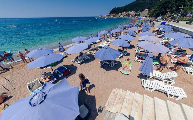 Mjesto na čuvenoj pjeskovitoj petrovačkoj plaži rezervisano je samo za Vas 🌅  www.vileoliva.com Petrovac, Crna Gora +382 33461194; +382 69300851 sales@vileoliva.com #VileOliva #Petrovac #CrnaGora #Sunce #more