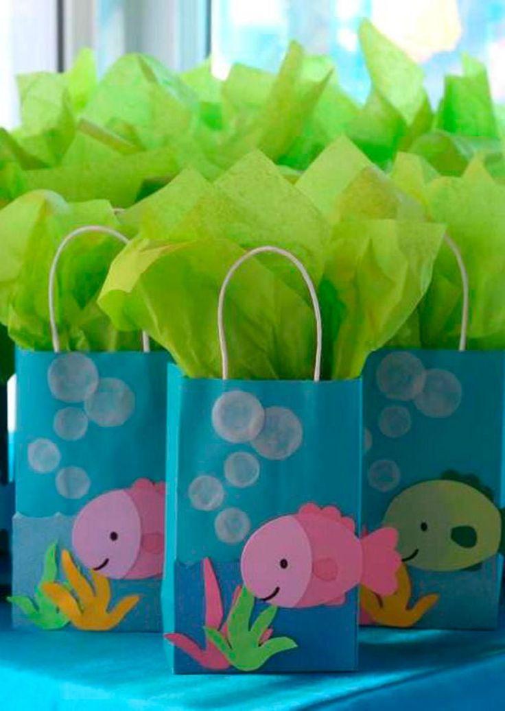¿Buscas una idea original y económica para obsequiar a los niños? No te pierdas estos sencillos y encantadores dulceros con bolsas de papel, son económicos y quedan perfectos para ofrecer en una fiesta infantil. Los materiales son muy fácil de conseguir ya que existe una gran variedad de bolsas de papel en diferentes colores y tamaños. Basta …
