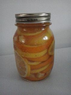 Sciroppo per tosse e mal di gola Ingredienti: 100 ml di acqua 1 bustina di the 2 cucchiaini di zucchero 2 cucchiai di miele 2 arance ben lavate uno zenzero piccolo