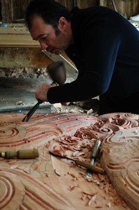 Sculptor and designer Lyonel Grant working on Te Wao Nui a Rangi, a three metre high carving in Te Wao Nui's The Forest.