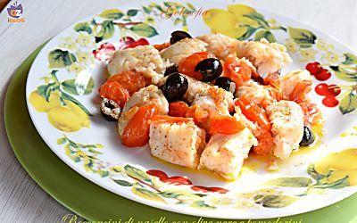 Bocconcini di nasello con olive nere e pomodorini-ricetta gustosa