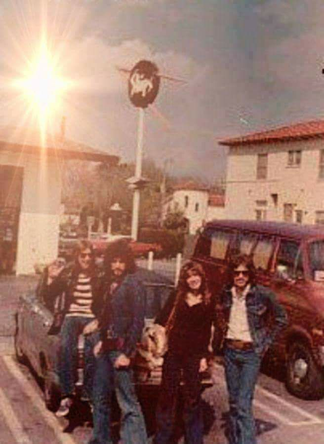 "a rare photo of Stevie ~ ☆♥❤♥☆ ~   during her Buckingham Nicks days ~  there's drummer, percussionist Gary ""Hoppy"" Hodges with long hair beside Lindz, Stevie and a guy in sunnies who I don't know ~ https://en.wikipedia.org/wiki/Buckingham_Nicks"