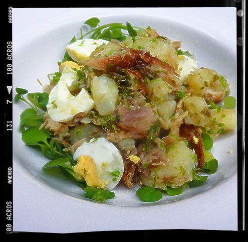 Smoked mackerel and crushed new potatoes with horseradish. (Saledge niçoiseree)