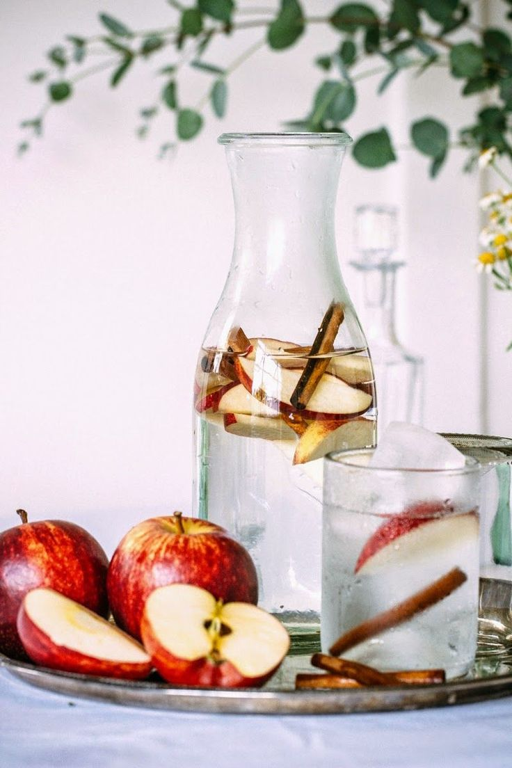 27 Refreshingly Flavored Water Drinks To Cool You Down This Hot Summer Season 20 Bebidas Detox, Apple Cinnamon Water, Cinnamon Apples, Cinnamon Sticks, Fruit Infused Water, Fruit Water, Water 3, Water Bottle, Healthy Detox
