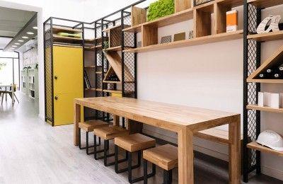 Oficinas Areazero 2.0 en Barcelona_Estantería a medida en metal y madera_Diseñado por Areazero 2.0