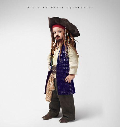 カリブの海賊、インディアナ・ジョーンズなど人気映画のヒーローたちの子供時代はどんなだったのだろう?  そんな疑問からブラジルの広告会社がミニ・ヒーローたちをつくりあげ写真に収めた。 * 「101匹わんちゃん」のクルエラ・ド・ビル *「パイレーツ・オブ・カリビアン」キャプテン・ジャック・スパローには子供のとき