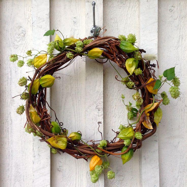 Vitis wreath, Humulus lupulus, Physalis alkekengi.