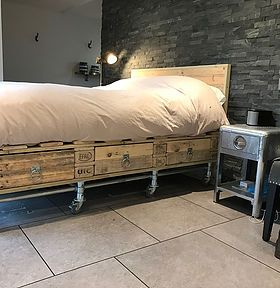 Euro pallet bed with scaffold base