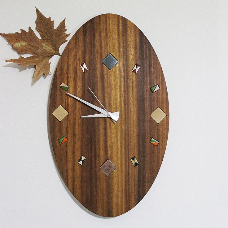 The wall clock which was made from iroko tree and surrounded by tiny ceramic tile has an aesthetic and fashionable design .