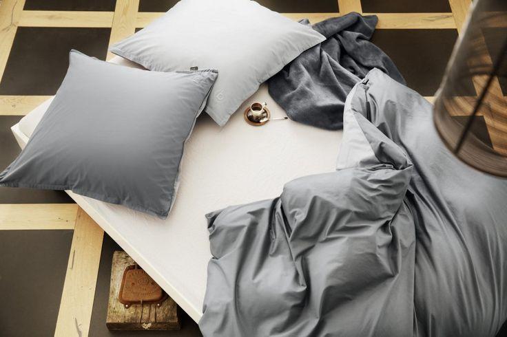 Elegantní, kvalitně zpracované ložní prádlo značky Bugatti. Moderní odstíny barev v oboustranném provedení s vyšitým logem. Materiál povlečení je vyroben z jemné, hustě tkané látky ze 100% bavlny v úpravě Perkál.