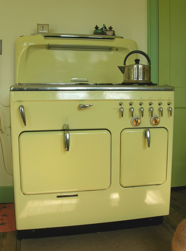 Gasp!! - could it be? - a Chambers Stove in the original finish!!! - Then I clicked through to see where this Stove lived... Oh!...mercy...me!... - (https://flic.kr/p/64uG3N)