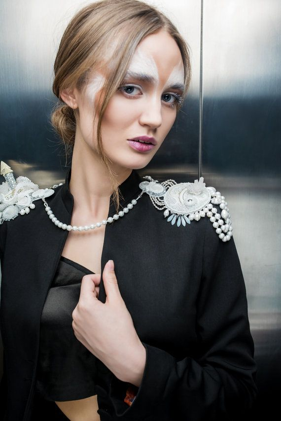 Shoulder Jewelry epaulette White Embroidery Castle body jewelry bridal jewelry Necklace beaded Jewelry with rock-crystal pearl beadwork