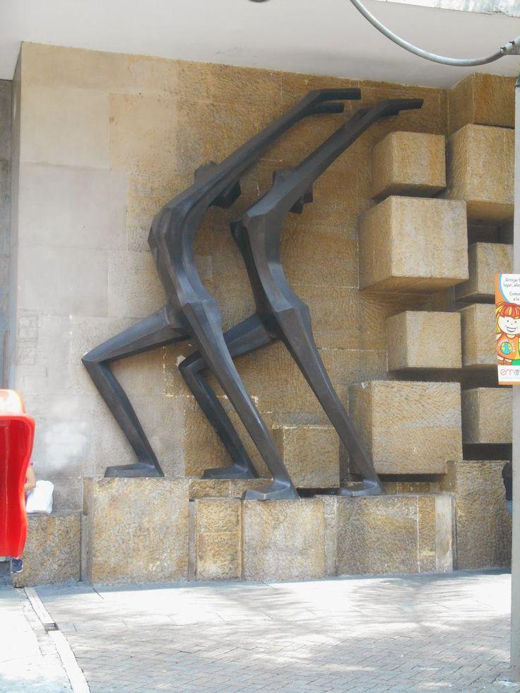 http://esculturasdecolombia.blogspot.com/2014/02/salvador-arango.html  Liberación