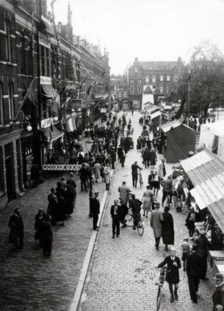 Delistraat, Markt in de wijk Katendrecht in Rotterdam. 12 september 1935.