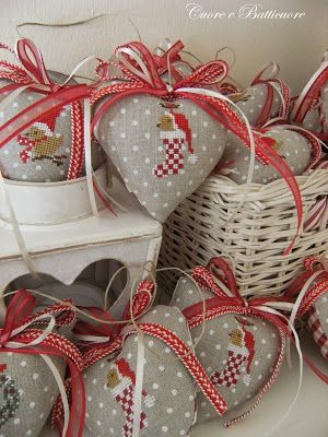 Cross Stitching Christmas Hearts Stocking Birds / Kreuzstich Weihnachten Herzen Vogel lovely finish with red & white checks or stripes on backside of linen.