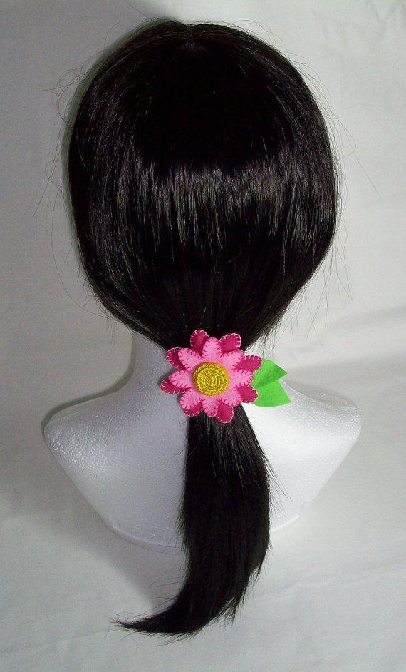 Pink felt flower hair bobble, hair tie, pony tail holder. One of a kind handmade ooak Approx: 2 3/4 inch / 7cm across. FREE SHIPPING £11.00 GBP #pink #etsy #etsy store #etsy find #etsy shop #handmade #felt #accessory #accessories #hair #bobble #hairband #ponytail #ooak #daisy #botanical #gerbera #girl #girly #princess #school #craft #anime #manga #kawaii