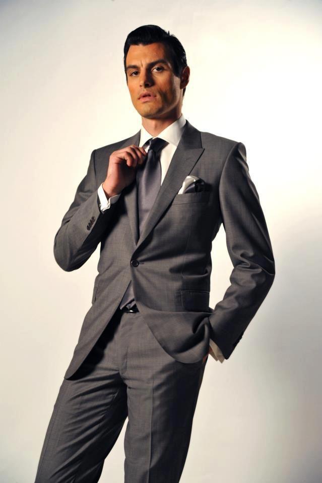 Χειροποίητο κοστούμι s140 wool Ιταλίας Slim fit, χειροποίητο πουκάμισο 100% cotton Αγγλίας, χειροποίητη γραβάτα και διπλό pochette Italo Ferretti 100% silk Ιταλίας