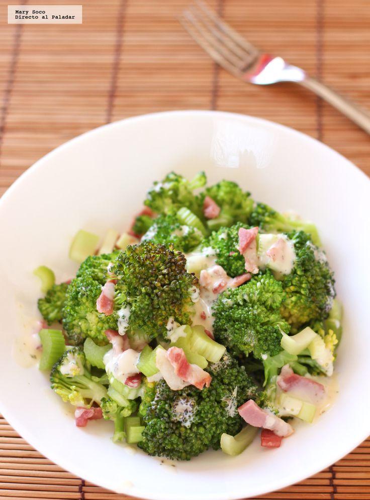 Receta de Ensalada de brócoli, apio y tocino. Con fotografías paso a paso, consejos y sugerencias de degustación. Recetas de ensaladas