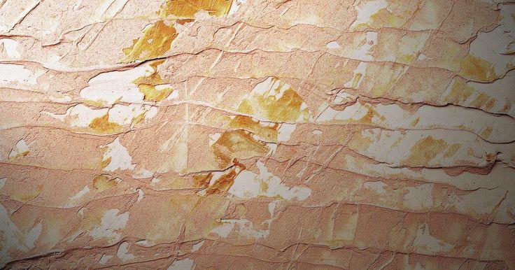 Como remover tinta de um azulejo. Pode ser difícil remover tinta de um azulejo, especialmente se a mancha já estiver lá por algum tempo. Quer você esteja tentando restaurar o chão para o brilho original ou apenas tentando limpá-lo após uma pintura na casa que deixou manchas, existem algumas maneiras que você pode usar para tornar o trabalho mais fácil.