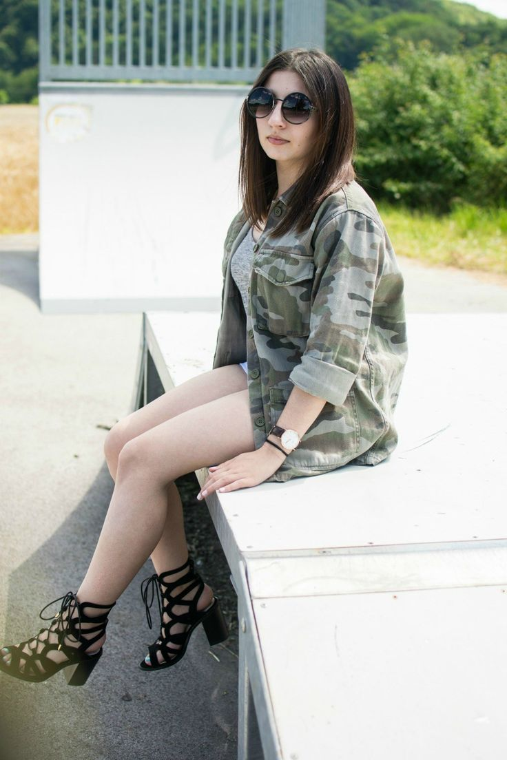 http://loudasilva.com/2016/07/28/look-casual-veste-treillis-et-sandales-ajourees/  #casual #outfit #spring #armyjacket