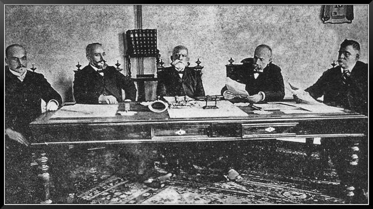 Η εκτελεστική επιτροπή Κρήτης: Μ. Πετυάκηχς, Ελ. Βενιέλοζς, Α. Μιχελιάκδης, Εμμ. Λογιάδης, Χ. Πωλογεώργης. Κρήτη, 1908.