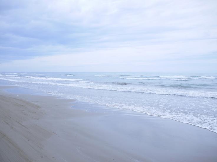 どうでもいい写真っちゃ写真だけど実はなぎさドライブウェイ。砂浜の上を走れる。ジェレミー・クラークソンみたいにドリフトごっこしてる馬鹿はいませんでした。