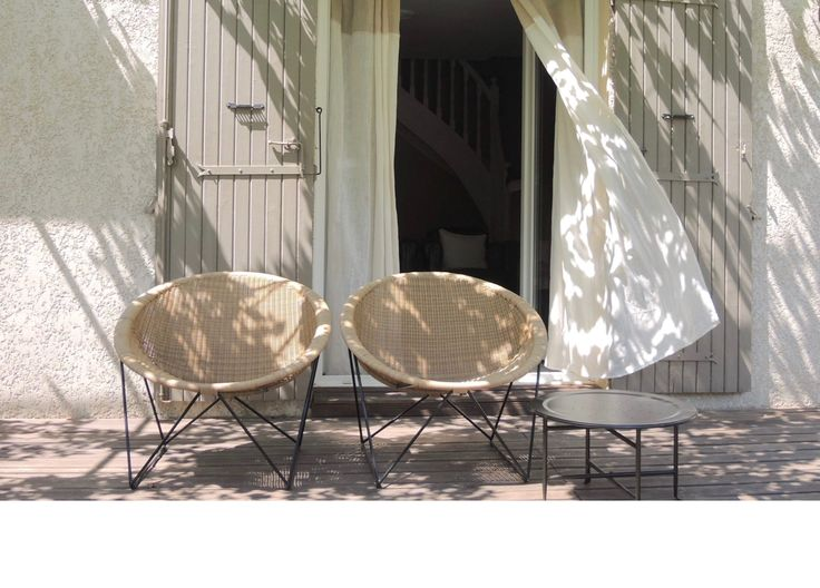 C317 | black frame, honey shell | outdoor | very inviting on a sunny terrace