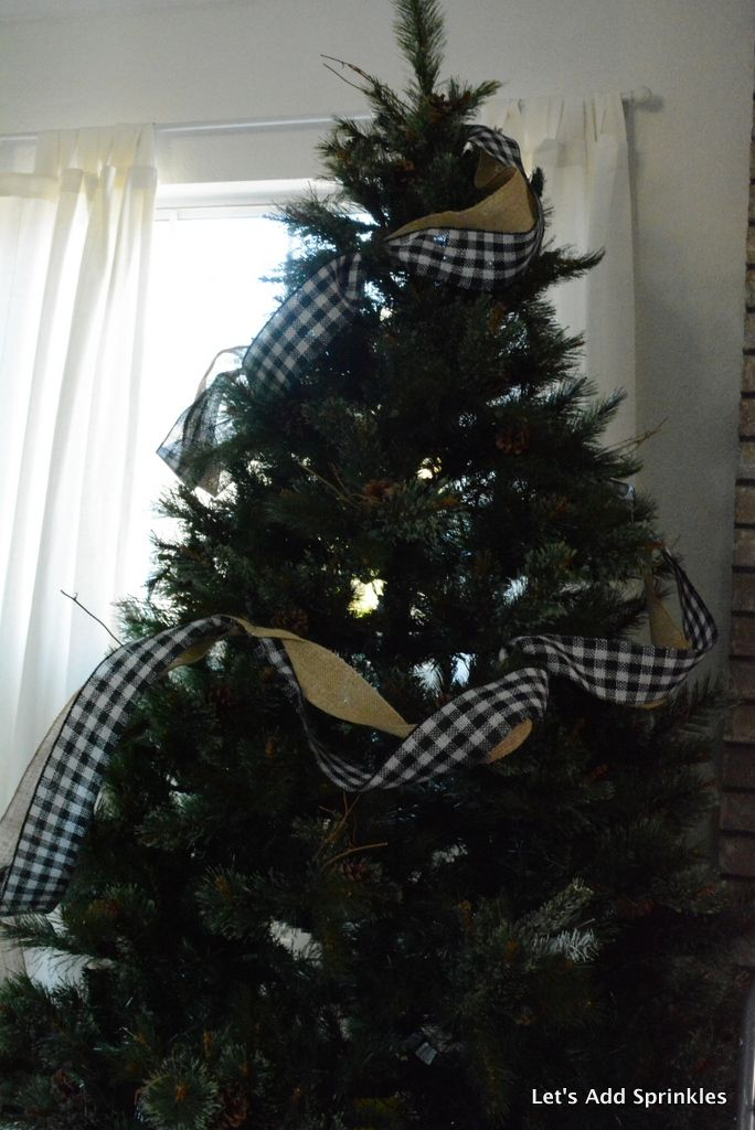 How To Put Ribbon In The Christmas Tree Black And White