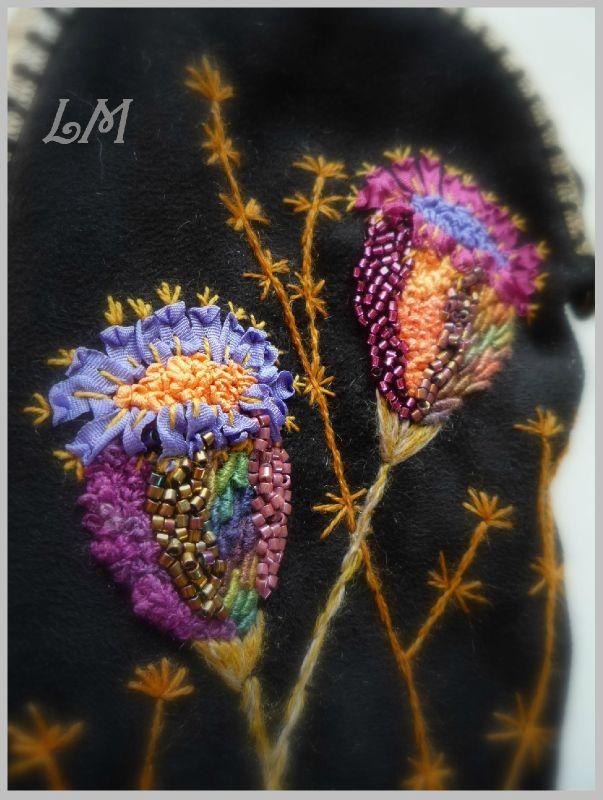 LM: Broderies inspirées directement  de Cécile Franconie  ruban de soie, fils de soie Gloriana, perles Miyuki, laine Lanafil, fil fleur DMC.