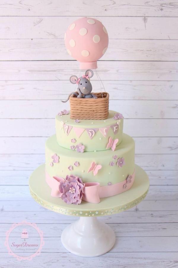 Little mouse in a hot air balloon Me gusta el detalle de la cinta y la flor