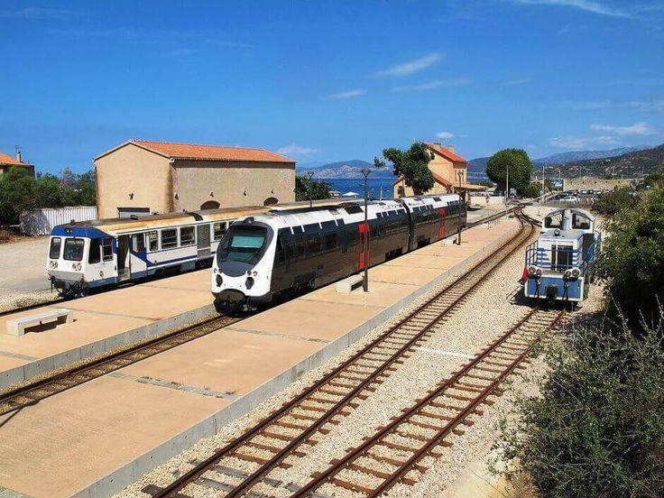 Vue de la gare de l'Île-Rousse en Corse.
