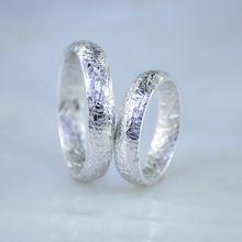 Оригинальные обручальные кольца с шероховатой поверхностью насечками снаружи и внутри (Вес пары: 12,5 гр.)