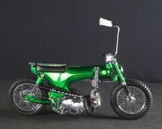 Cool Honda Dax bobber! Woah...