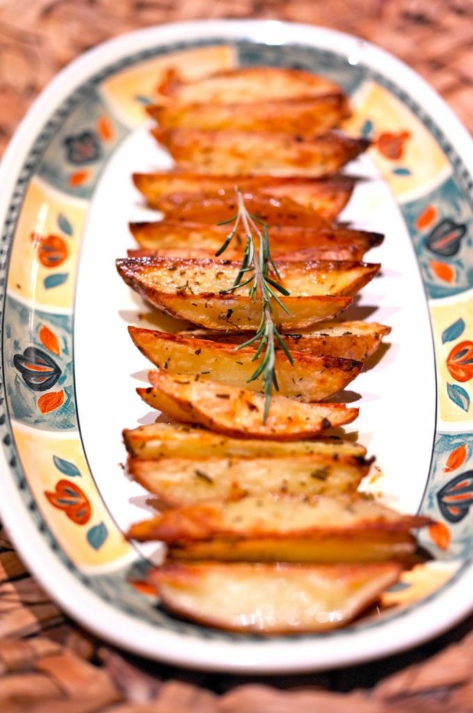 Печеный картофель дольками