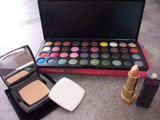 """Un joli lot dont voici la composition: -1 palette """"party Girl"""" 40 fards de Bh Cosmetics -1 poudre Chanel compact teinte beige clair -1 rouge à lèvres Lancôme Rouge Absolu 268"""