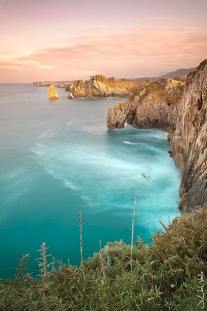 Palo verde,Ribadesella - Me encantan estos acantilados de Ribadesella, tuvimos la oportunidad de descubrirlos cuando buscabamos playas para Asturplaya.es