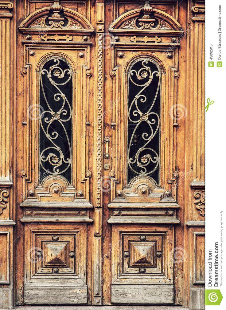 oude deuren | De oude houten deuren met mooi etsen.
