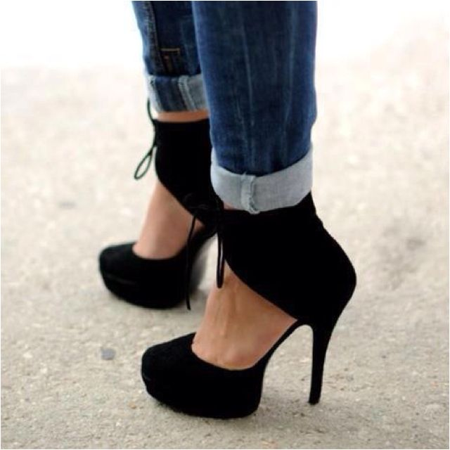 These shoes will force the best kind of second look! And third! And fourth!    sandrawitten.com