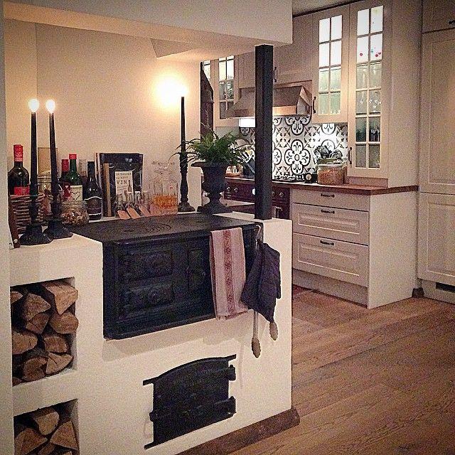 """177 gilla-markeringar, 27 kommentarer - Camilla Bengtsson-Werelius (@hermanstorpsgarden) på Instagram: """"A part Of our kitchen.... En stillsam känsla infinner sig när resten av familjen sover & jag bara…"""""""