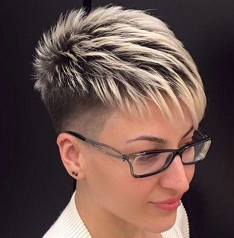 The popularity of short female haircuts is increasing rapidly every season. They are not only popular with middle and older women, but also with young people. Today, young girls can express their individuality through bold and stylish short hair hairstyles without losing their femininity and tenderness. Fashionable Sho